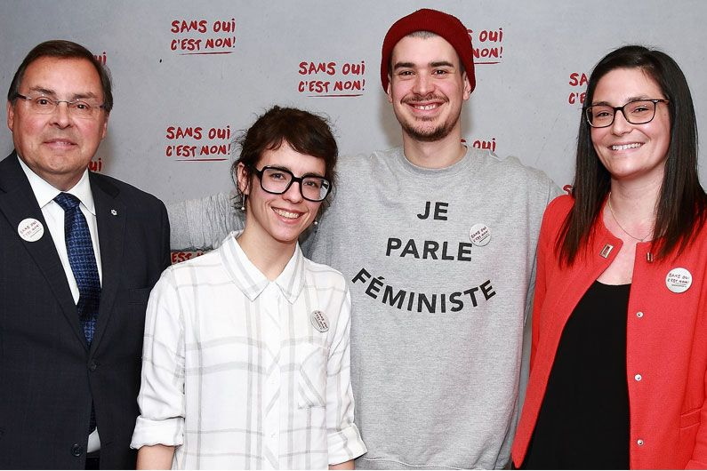 The campaign's two spokespersons, rapper Koriass and columnist Véronique Grenier, and many rectors, directors and student representatives attended the launch of the campaign.