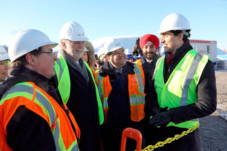 Guy Breton, Philippe Couillard, Denis Coderre, Navdeep Bains and Justin Trudeau visited the construction site of the Complexe des Sciences.