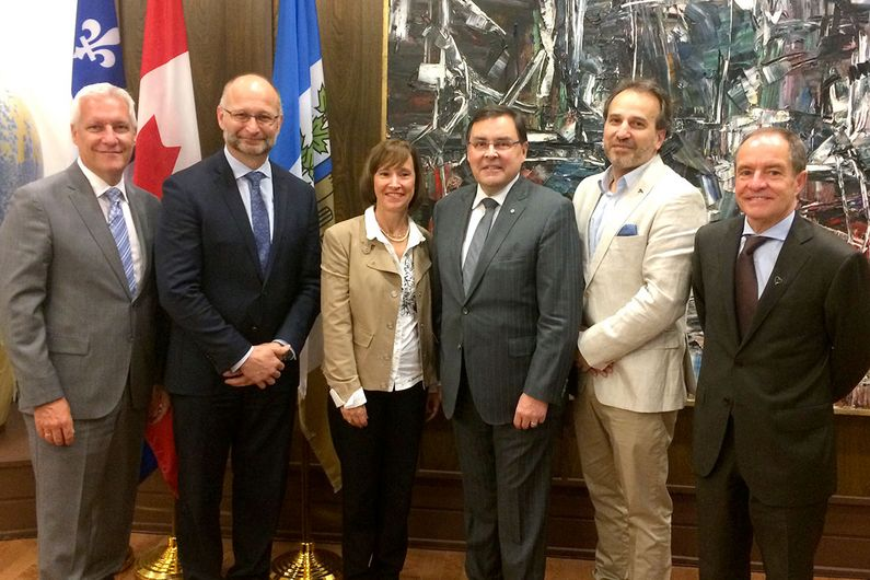 (L-R) Yvan Gendron, CEO of the CIUSSS de l'Est-de-l'Île-de-Montréal; David Lametti; Dr. Hélène Boisjoly, Dean of the Faculty of Medicine; the rector, Guy Breton; Dr, Marc Giasson, director of teaching at CIUSSS du Nord-de-l'Île-de-Montréal; and Dr. Denis Roy, CEO of the Montreal Heart Institute.