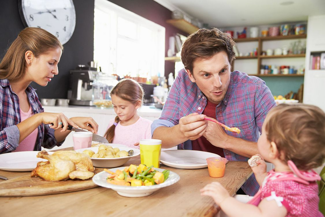 Eating together as a family helps children feel better ...